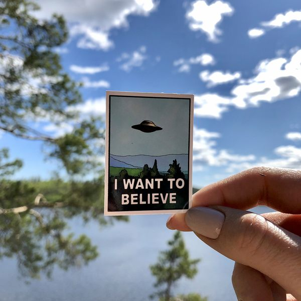 Стикер I Want To Believe STICKERS.ONE